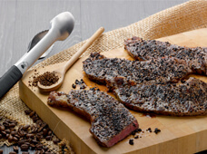 Steak au café et grains de poivre concassés – source photo @ weberstephen.fr